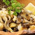料理メニュー写真噴火湾産帆立と襟裳産つぶ貝のガーリックバター焼き