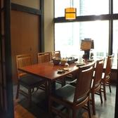 6名様のテーブル席は気軽なお食事にも最適なお席です。女子会やママ会等、ちょっぴり奮発したランチなどお楽しみ頂けます♪蟹の食べ比べや、食べ放題、雲丹などの新鮮な海の幸…豪華なお食事を堪能してください。宴会コースの飲み放題が割引になるお得なタイムサービスも!北海道 品川インターシティ店へどうぞ☆