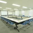 別の階には無料で使用できる会議室をご用意しております。