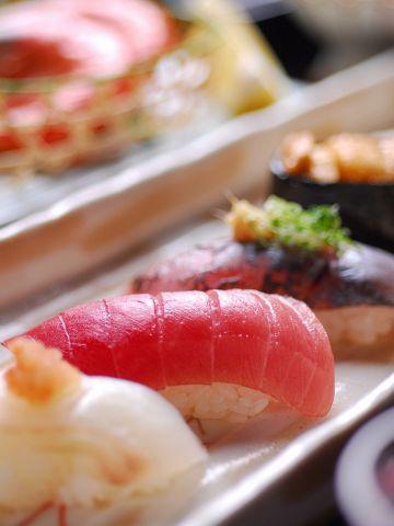 昭和2年創業の、お鮨の老舗「旭鮨総本店」でカウンター寿司デートもお任せあれ♪