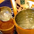 焼酎の新しい飲み方の提案、当店オリジナル【桶・ザ・ロック】☆手桶に氷と焼酎をたっぷり!3杯以上飲まれる方はこちらがオトク。お玉、マドラーを添えて、お好きなペースでお楽しみいただけます。焼酎・梅酒でもご利用いただけます。