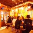 【1階テーブル席】夏場は最高の入口に広がるテーブル席!大衆感を味わえる特等席!