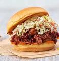 料理メニュー写真プルドポーク サンドイッチ