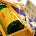日本酒好きの方へおすすめ【冷や・4合ボトル】☆薫り高い日本酒は、その香りを存分に楽しめるワイングラスで。クラッシュ氷を敷き詰めた木製のボトルクーラーで、よーく冷やしてお届けします!