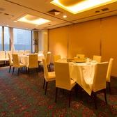 広々としたスペースを使って、美味しいお食事を楽しむことができます。