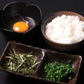 料理メニュー写真雑炊セット(卵・ネギ・のり・めし)