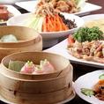 各人数に合わせて個室をご用意!最大120名様までOK。円卓個室は宴会に最適!中華といえば円卓!円卓を囲んで食べる料理は格別です。角がない円卓は無意識に緊張感が和らぎ、リラックスして食事して頂けます。食べ放題ご注文の際は出来るだけたくさんの種類を召し上がって頂くために、一皿の量は少なめでお出しします。