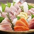 鹿児島の錦江湾で水揚げされ直送される魚介は獲れたてで新鮮そのもの!時期により変わる旬の刺身をご賞味ください。