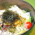 料理メニュー写真大根サラダ明太ドレッシング/水菜のサラダ/ 豚しょうが焼サラダ/栩栩膳サラダ