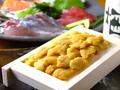 料理メニュー写真ウニのトロ箱