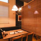 片側ソファー席を3席ご用意♪すだれを下ろして、プライベートな空間に。