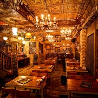 外国のアンティークレストランのようなここだけの空間