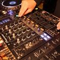 自慢のDJブース!DJのオーナーが最もこだわる設備。それが音響です。お好きな曲のCD等をお持込下さい。