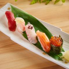 料理メニュー写真にぎり寿司(5貫)