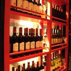 ワインは圧巻の品揃えです♪