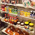 鶴橋駅から徒歩5分!本場の韓国料理を楽しめるおしゃれな韓国カフェ♪自家製の純豆腐や冷麺、キムチや通販で人気の李朝園生マッコリなど、韓国の美味しいものがいっぱい詰まったお店です。物販コーナーも完備♪韓国の調味料やお菓子など豊富に取り扱っています!