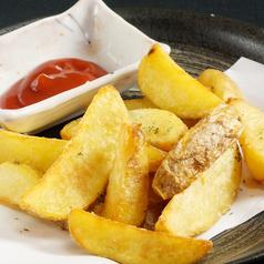 料理メニュー写真フライドポテト/チーズポテト餅/ごぼうの唐揚げ