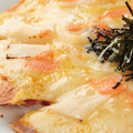 料理メニュー写真明太マヨ餅ピザ/トマトとWチーズピザ