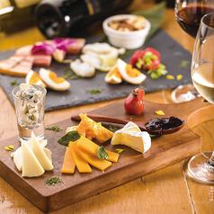 料理メニュー写真本日の燻製とチーズの盛合せ10種