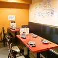 【テーブル席】お料理の良さを引き立てる、シンプル&シックなお席となっております。靴を脱がずにお食事したいお客様にも。