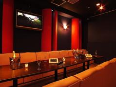 ソファー席は大人気くつろげます♪おいしいお酒と最高のミュージックで二次会、女子会も楽しみましょう!!
