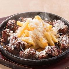 料理メニュー写真■3種のスパイスぶっかけ!サイコロステーキ 【1】「チーズdeイタリアン」