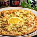 料理メニュー写真自家製スモークチキンのハニーマスタードピザ