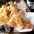 毎朝直送される、季節の鮮魚を使用した天麩羅やサラダは体に優しく女性にも人気です。