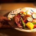 """【食の宝庫""""東北""""の食材をふんだんに使用】その時期・その日、旬の日替わりのおすすめメニューでは、 今一番美味しい食材を最高の形で調理、表現致します!!食の宝庫」東北の旬食材を、山形出身の小嶋シェフが、本場のイタリア料理にて腕を振るいます。"""