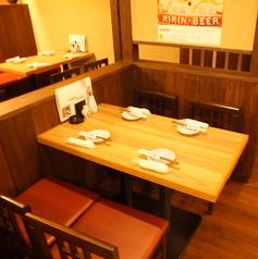 広々としたテーブル席を完備!
