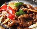 料理メニュー写真<牛肉類>チンジャオロース/牛肉のオイスターソース/牛肉唐揚げの黒胡椒