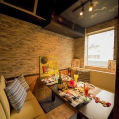 飲み放題・食べ放題と共に、渋谷でのご宴会に最適のこちらのお席は広い個室席です。食べ放題、飲み放題もご用意していて大人数での合コンや女子会にも。渋谷という立地にあり、渋谷らしくおしゃれに個室で素敵な時間をお過ごしいただけます。個室居酒屋ならではの女子会や合コンや誕生日や二次会にも個室居酒屋でどうぞ!