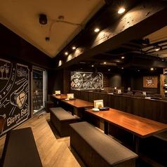 BAN!の看板商品でもある肉やワインが書かれた壁にも注目♪フォトジェニックな店内で自慢の料理とお酒を心行くまでご堪能ください!