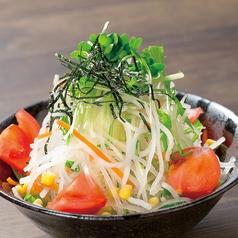 料理メニュー写真山盛り大根サラダ