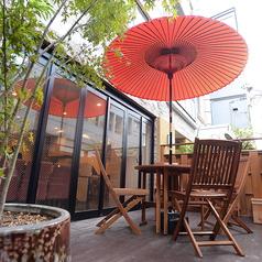 テラス席は冬場を除いてほぼ通年でご利用可能になります。いつもと一味違う非日常空間でのお食事を楽しみたい方にも◎