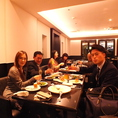 会社の仲間と楽しく食事!