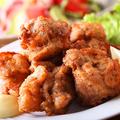 料理メニュー写真地鶏の唐揚げ(バカ盛りサイズもあり!)