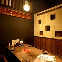 デートにぴったり!和風モダンな個室空間でゆっくり楽しめます。2名~3名様用の個室。