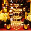 ウェディング二次会パーティでは新郎新婦様のお席もご用意!ピッツァとワインのお店で華やかな演出を♪貸切は30名様からOK!