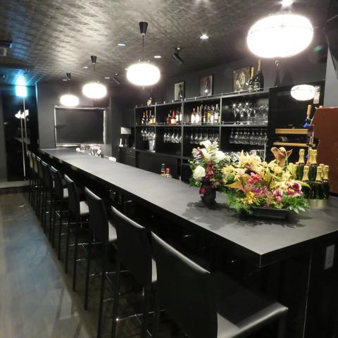 豊富なワインや泡、クラフトビールが愉しめるお店。個室でカラオケパーティーも!!