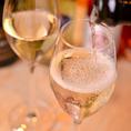 【ワイン】スパークリングワインは常時50種以上を取り揃えています。