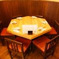 奥にある5名席。お互いの顔が見える席ですのでお食事の際は会話も弾みます♪