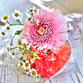 <要予約>アニバーサリーケーキと一緒に花束のプレゼントはいかがでしょうか?追加660円(税抜)で可愛い花束もご用意致します!ご予約の際にお気軽にご相談下さい♪