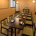 【和みのお座敷個室・最大16名様】人気の和室テーブル個室は10名様より貸切が可能です!周りを気にせずにご利用が可能となっておりますので、各種ご宴会にぜひご利用下さいませ。お履物は脱いで頂くお席となっております。