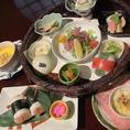 【ランチ】「花寅シーズン」和と洋を両方楽しめる見た目も鮮やかなお膳です。 季節の野菜料理・小鉢料理/コールドビーフ/手造り豆腐/トルティーア/スープ/デザート/珈琲 1,380円(税込)