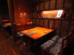 1階には2名様から利用可能のテーブル半個室もあり!