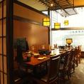 少人数のお集まりに人気のある個室。窓があるので、昼は優しい日の光を浴びながらお食事が出来ます。同窓会やママ会、ご家族でのご宴会におすすめの昼宴会は11:00~17:00の宴会コースがが飲み放題無料となります。ゆったりお席で昼から宴会を楽しんでください!【品川 居酒屋 個室 宴会 記念日 蟹 日本酒】