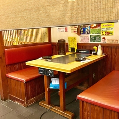 地元のお客さんや観光客のお客様で毎日賑わう店内★全テーブル鉄板付きなので、アツアツ料理を心行くまで堪能できます!落ち着く店内は、お一人様のお客様や女性のお客様も入店しやすい雰囲気です。広島で本場のお好み焼きを食べるならここ★(広島/お好み焼き/居酒屋/サク飲み/宴会/観光)
