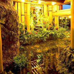 日本庭園が目を楽しませてくれる