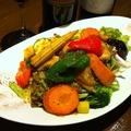 料理メニュー写真たっぷり三浦野菜とお魚の唐揚げサラダ
